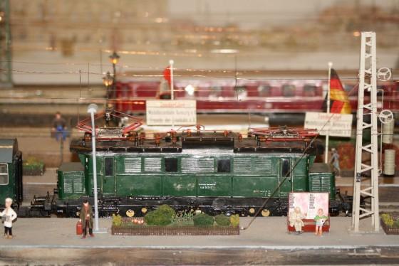 E-Lok BR 144  Spur 1 Hamburg