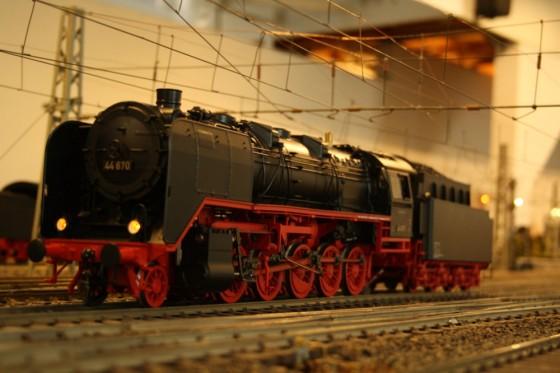 BR 44 unter Oberleitung
