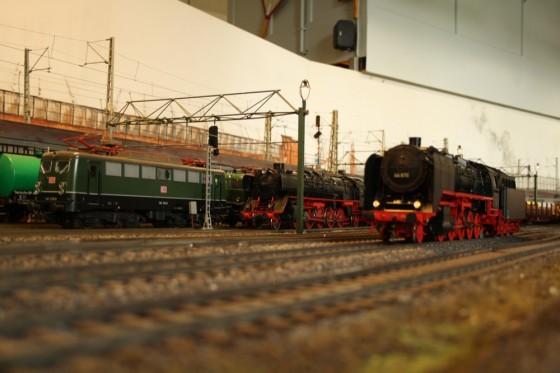 BR 44 im Bahnhof Harburg