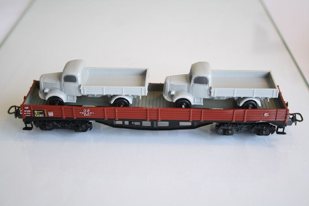 Märklin 4515 Niederbordwagen mit 2 LKW